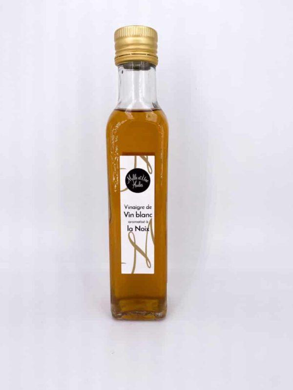 IMG 6587 - Vinaigre de vin blanc aromatisé à la noix 25CL